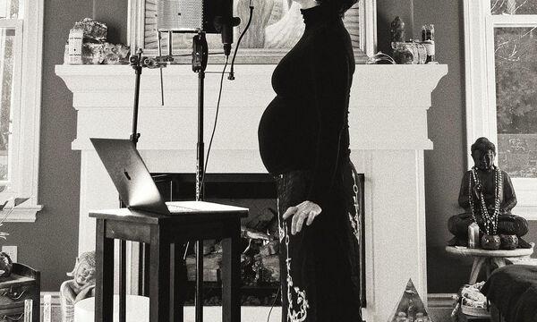 Πασίγνωστη τραγουδίστρια έγκυος για τρίτη φορά (pics)
