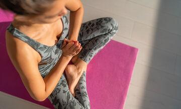 Πώς να καθαρίσετε το στρώμα της yoga