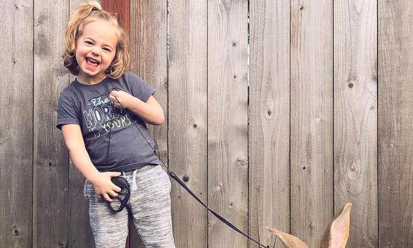 Ο καλύτερός της φίλος είναι ένα γιγάντιο κατοικίδιο - Δεν θα πιστέψετε τι ζώο είναι! (vid & pics)