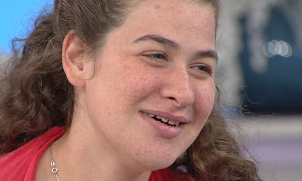 Νεφέλη: Η 18χρονη που δε μιλά, αλλά τραγουδάει σαν άγγελος – Ακούστε τη μοναδική ερμηνεία της (vid)