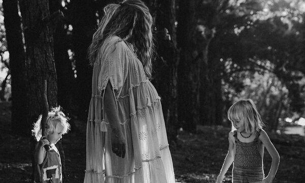 Ηθοποιός φωτογραφίζεται με τα παιδιά της σε προχωρημένη εγκυμοσύνη (pics)