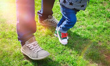 Μωρό και περπάτημα: Tips για να βοηθήσετε το μωρό σας να περπατήσει