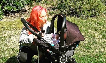 Πηνελόπη Αναστασοπούλου: Βόλτα στο πάρκο με την κόρη της (pics)