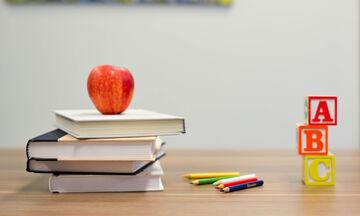 Το σχολείο που εφηύρε το πρόγραμμα «σακίδιο στο σπίτι» (vid)