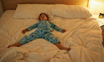 Πώς θα σηκώσετε το παιδί το πρωί από το κρεβάτι εύκολα; Δείτε το βίντεο