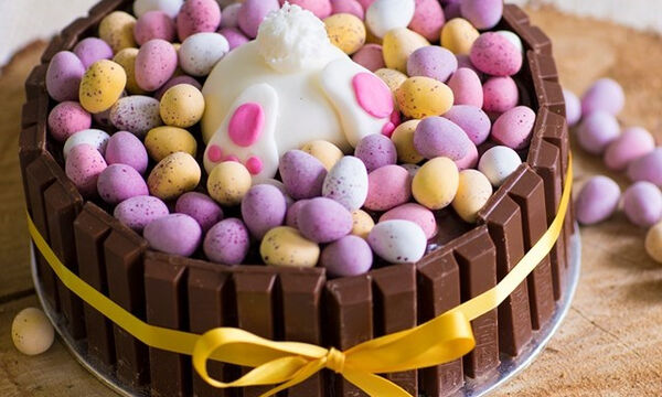 Το απόλυτο πασχαλινό κέικ με σοκολάτα: Νόστιμη και εύκολη συνταγή (pics)