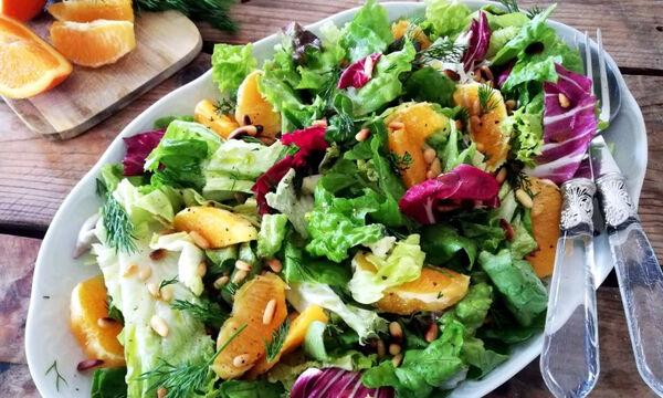 Δροσερή πράσινη σαλάτα με πορτοκάλι