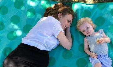 Μαμά ξαναγίνεται παιδί μαζί με τον γιο της και μας λέει γιατί είναι σημαντικό (pics)