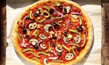Νηστίσιμη πίτσα με χειροποίητη ζύμη (vid)