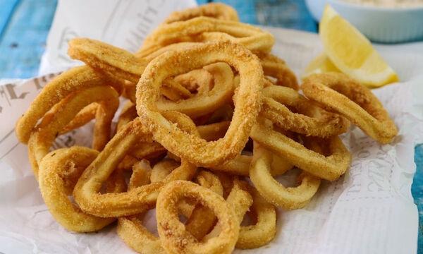 Καλαμάρι τηγανιτό με ταραμοσαλάτα