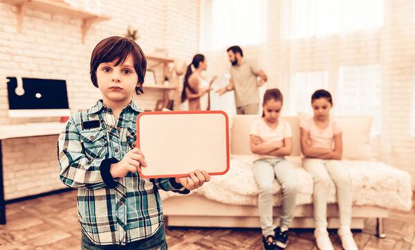 Μαθήματα ζωής: 10 κακά παραδείγματα που δίνουμε στα παιδιά μας (vid)