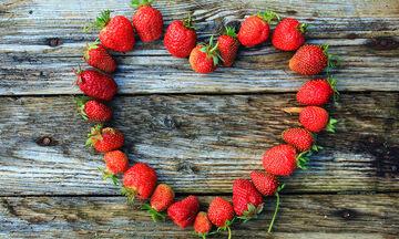 4 καταπληκτικές συνταγές με φράουλες (vid)