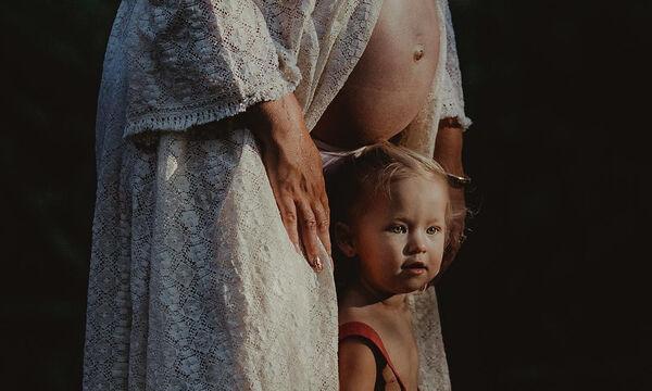 Φωτογραφίες εγκυμοσύνης: Γυναίκες φωτογραφίζονται μαζί με τα μεγαλύτερα παιδιά τους (pics)