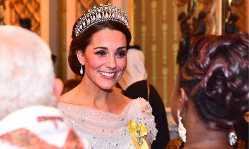 Λάμψτε το βράδυ της Ανάστασης με τα χτενίσματα της Kate Middleton (pics)