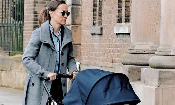 Pippa Middleton: Στην πισίνα με τον έξι μηνών γιο της