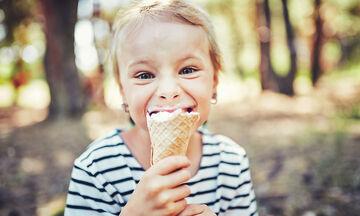 Πρέπει να πιέζουμε τα παιδιά μας να τρώνε ή όχι; (vid)