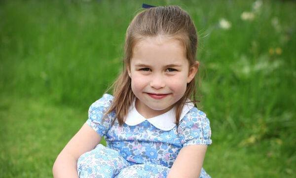 Η Charlotte έχει γενέθλια και η Kate Middleton δημοσίευσε 3 φωτογραφίες της (pics)