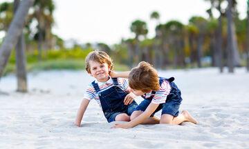 Γιατί καβγαδίζουν τα αδέλφια; Οι πιο πιθανοί λόγοι