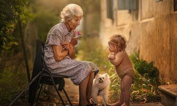 Μαγικές φωτογραφίες παιδιών με τον παππού και τη γιαγιά – Θα σας συγκινήσουν (pics)