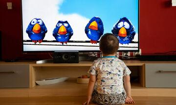 Πόση τηλεόραση να βλέπουν τα παιδιά την ημέρα και πώς αυτό σχετίζεται με τον αυτισμό;