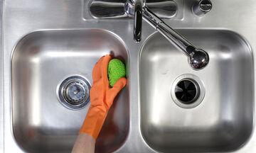 Πώς θα καθαρίσετε τον ανοξείδωτο νεροχύτη σας με αλεύρι!