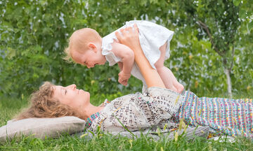 Ποια σημάδια στην επικοινωνία ενός παιδιού από 0-2 ετών θα πρέπει να μας ανησυχήσουν; (vid)