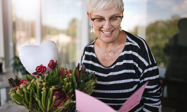 Πώς να ευχηθείτε στη μαμά σας  για τη Γιορτή της Μητέρας όταν είστε μακριά (pics)