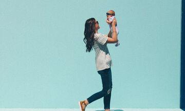 Πέντε πράγματα που παθαίνει κάθε μαμά το καλοκαίρι με τα παιδιά