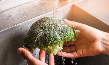 Πώς θα πλύνετε τα φρούτα και τα λαχανικά σωστά (pics)