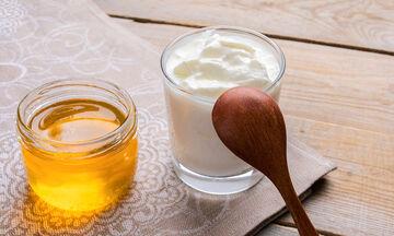 Γιαούρτι και μέλι: Γευστικός και θρεπτικός συνδυασμός για να χάσετε βάρος (vid)