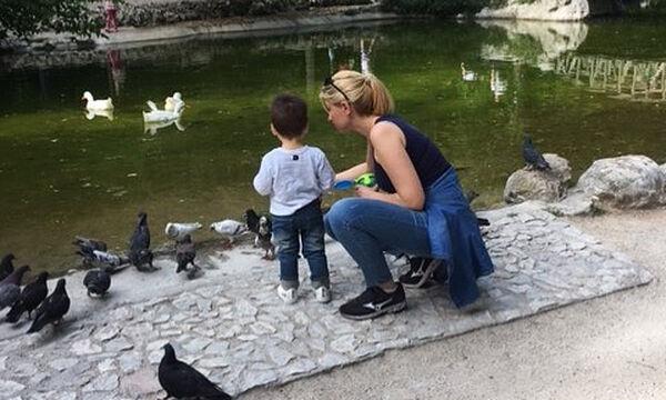 Σία Κοσιώνη: Η τρυφερή φώτο με τον γιο της από το στούντιο του δελτίου ειδήσεων (pics)