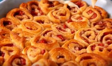 Συνταγή για εύκολο γλυκό με φράουλες (vid)