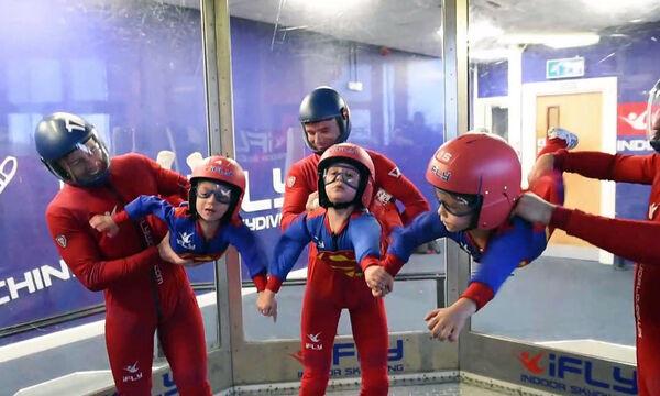 Γνωρίστε τα τρομερά 3χρονα που λατρεύουν το skydiving! (vid)