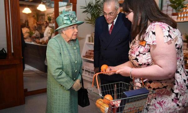 Από τι εντυπωσιάστηκε η 93χρονη Ελισάβετ στο super market;