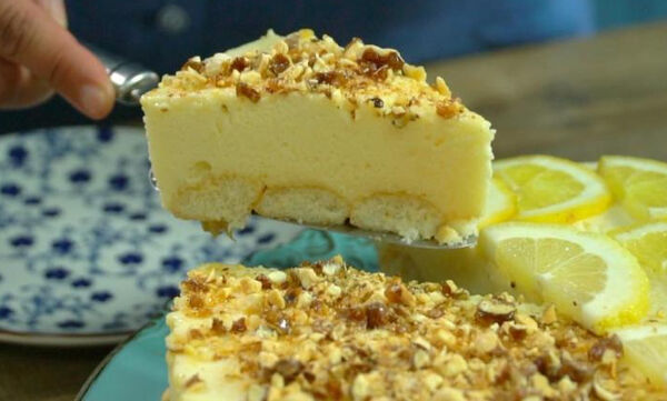 Πανεύκολη τούρτα λεμόνι με παστέλι αμυγδάλου (vid)