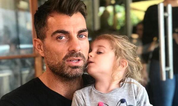 Στέλιος Χανταμπάκης: Δείτε τι αρέσει στην κόρη του να παίζει  - Θα πάθετε πλάκα (pics)