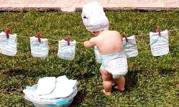 Πολύ γέλιο: Μωρά βοηθούν τη μαμά στις δουλειές του σπιτιού (vid)