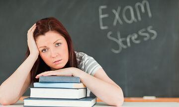 Πανελλήνιες εξετάσεις: Πηγή άγχους για όλη την οικογένεια - Τι πρέπει να κάνει ο γονιός; (pics)