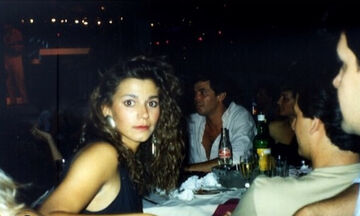 Αναγνωρίζετε την πασίγνωστη Ελληνίδα τραγουδίστρια της φωτογραφίας; (pics)