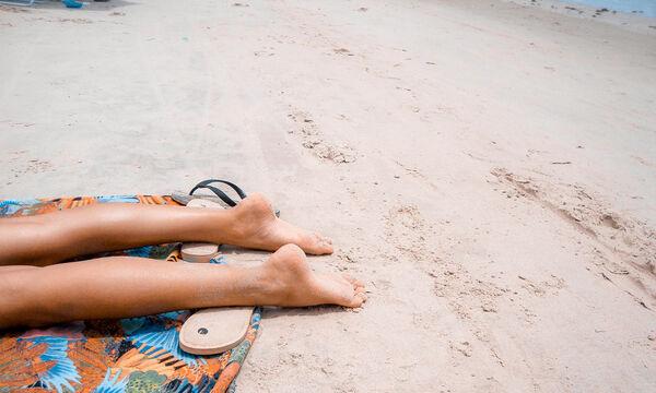 Θέλετε να φαίνεστε μαυρισμένες χωρίς να κάνετε ηλιοθεραπεία; Ιδού πώς θα τα καταφέρετε