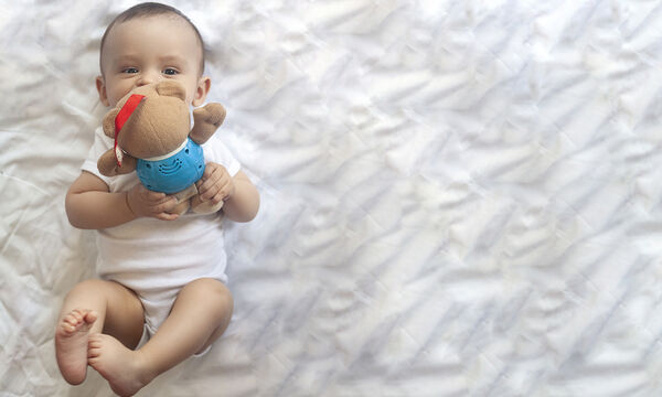 Μωρό 6 μηνών: Τι είδους επικοινωνιακές δεξιότητες έχει σε αυτή την ηλικία (vid)