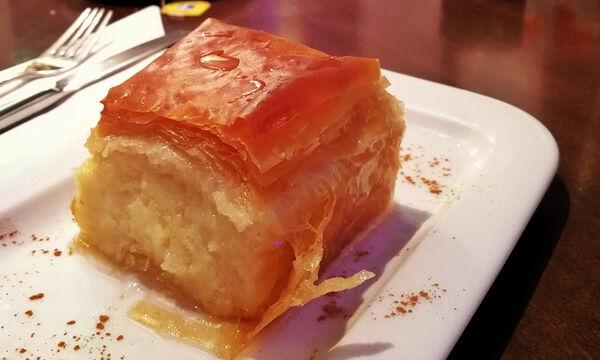 Συνταγή για σπιτικό, λαχταριστό γαλακτομπούρεκο (vid)