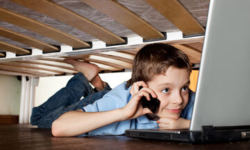 Μαθήματα ζωής: Το παιδί μου ζητά κινητό και λογαριασμό σε social media, τι να κάνω; (vid)