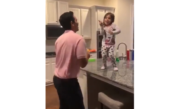 "Mπαμπάς & κόρη - Ένα ""αχτύπητο"" χορευτικό δίδυμο (vid)"