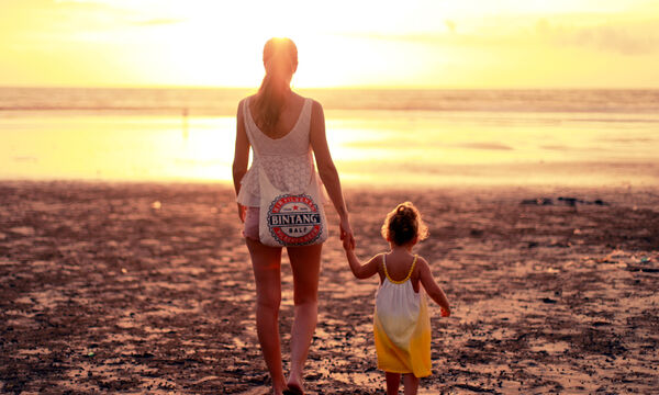 4 πράγματα που χαρακτηρίζουν κάθε μαμά στην παραλία!