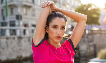 Πέντε ασκήσεις που μπορείτε να κάνετε για να αποκτήσετε σφιχτά μπράτσα (vid)