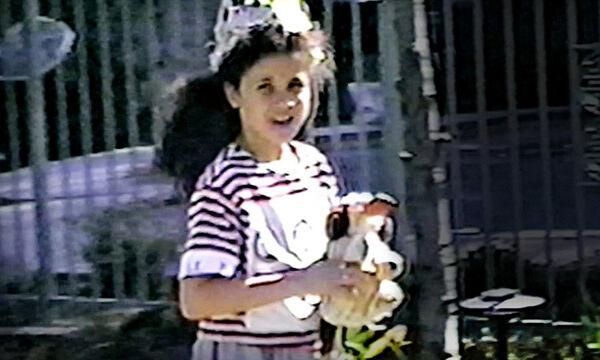 Όταν η 8χρονη Meghan Markle φορούσε στέμμα πριν γίνει διάσημη και πριγκίπισσα (vid)