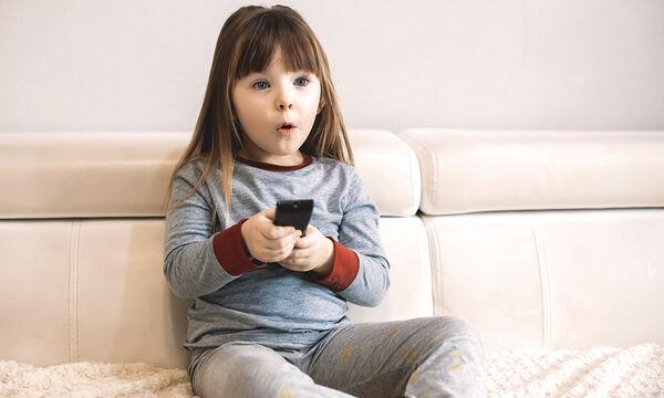 Πώς να αντιμετωπίσουν οι γονείς  τη βία που προβάλλεται στην τηλεόραση;