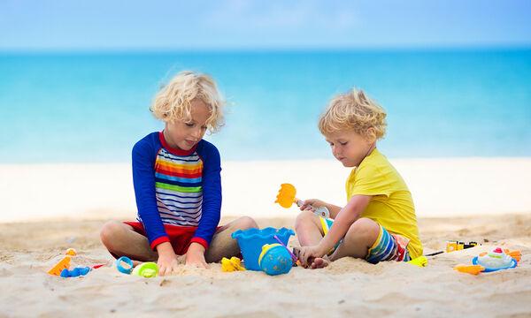 Εξόρμηση στην παραλία: Τα 4 οφέλη για εσάς και το παιδι σας που δεν φανταζόσασταν (vid)