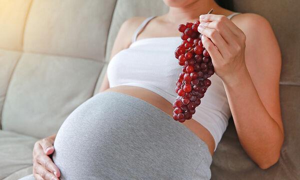 Έξι φρούτα που μπορεί να τρώει η έγκυος το καλοκαίρι (vid)